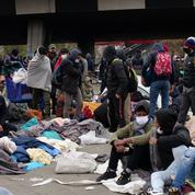 Des jeunes migrants réclament un hébergement devant le ministère de la Santé