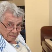 Atteinte d'Alzheimer, une pianiste de 92 ans interprète la Sonate au Clair de Lune de Beethoven