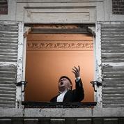 Avec le reconfinement, le ténor Stéphane Sénéchal chante à nouveau à sa fenêtre