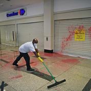 Mort d'un homme noir battu au Brésil: une responsable de Carrefour arrêtée