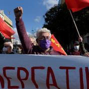 Grèce : grève dans le secteur public, manifestations en plein confinement