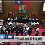 Taïwan : des élus jettent des abats de porc au Parlement