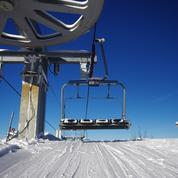 Covid-19 : l'OMS appelle à gérer les risques entourant la pratique du ski