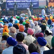 En Inde, les agriculteurs assiègent New Delhi