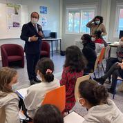 François Hollande poursuit sa tournée dans les collèges pour vanter les valeurs de la République