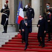 Le président Sissi a reçu la plus haute distinction française à Paris