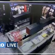 Paris : une boutique Moncler pillée en plein jour par plusieurs individus sous le regard des employés