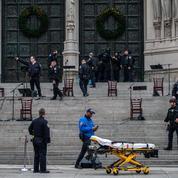 New York : un homme abattu par la police après avoir tiré à un concert de Noël