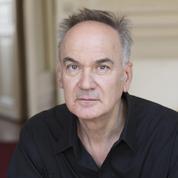 Le Goncourt Hervé Le Tellier en dédicace surprise dans une librairie de Saint-Omer