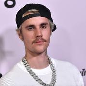 Noël: Justin Bieber chante Holy avec une chorale de soignants londonien