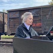 Pour les 250 ans de Beethoven, la pianiste Elizabeth Sombart joue à Auschwitz