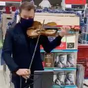 «Parce que la culture ne doit jamais s'arrêter», Renaud Capuçon donne un concert au supermarché