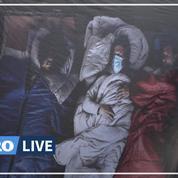 L'Armée du Salut déploie un drapeau bleu-blanc-rouge «revisité» sur un pont de Paris