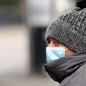 Covid-19 : l'OMS préconise le masque lors des fêtes face au «risque élevé» de rebond de l'épidémie