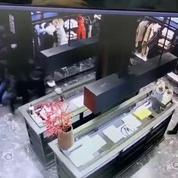 Dix jeunes mis en examen pour le pillage de six magasins de luxe à Paris