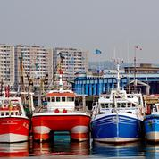 Des pêcheurs bloquent le port de Boulogne pour protester contre les bateaux néerlandais