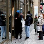 Les Tchèques prolongent l'état d'urgence et ferment les magasins