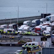 Routiers bloqués : plus de 1000 militaires britanniques déployés pour le dépistage