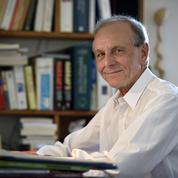 Retard de la vaccination contre le Covid-19 : Axel Kahn dresse «l'autopsie d'un désastre»