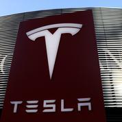 Tesla clôture pour la 1e fois à plus de 700 milliards de dollars en Bourse