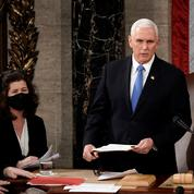 Mike Pence résiste aux appels à démettre Donald Trump