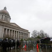 États-Unis : plusieurs élus testés positifs au Covid-19 après l'assaut du Capitole
