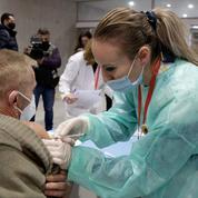 L'Albanie lance la vaccination, son premier ministre critique l'UE
