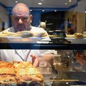 Le boulanger en grève de la faim contre l'expulsion de son apprenti conduit aux urgences après un malaise