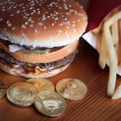 Selon le dernier indice Big Mac, le dollar est un peu moins fort qu'il y a six mois