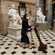 USA : volé lors de l'intrusion au Capitole, le pupitre de Nancy Pelosi fait son retour