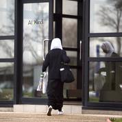 Loi contre le séparatisme : les amendements contre le voile pour les fillettes jugés irrecevables