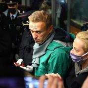 Un tribunal russe ordonne l'incarcération de Navalny jusqu'au 15 février