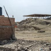 Au Pérou, une cité archéologique vieille de 5000 ans, défigurée par des baraquements
