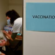 Covid-19 : cinq décès en France de personnes vaccinées, pas de lien établi avec l'injection