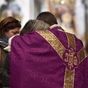 Var : un ancien candidat de téléréalité se fait passer pour un prêtre, l'Église catholique alerte