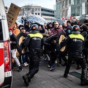 Covid-19 : heurts avec la police en marge de manifestations anti-couvre-feu aux Pays-Bas