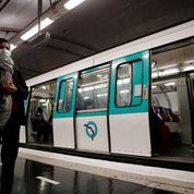 À Paris, les transports en commun encore fréquentés après 18 heures malgré le couvre-feu