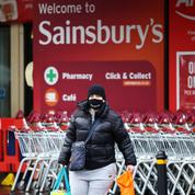 Royaume-Uni: les supermarchés toujours accros aux emballages plastiques