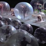 Retour vers le futur : The Flaming Lips donne un concert dans des bulles en plastique géantes
