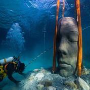 Six sculptures de visages installées au fond de la mer au large de Cannes