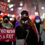 Pologne : des milliers de manifestants en Pologne contre la quasi-interdiction de l'avortement