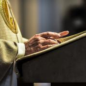 Huit faux paroissiens devant la justice pour avoir escroqué une trentaine de prêtres