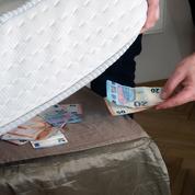 Qui sont ces Français qui cachent de l'argent liquide sous leur matelas