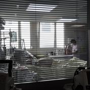 «Faut-il que les gens meurent pour qu'on puisse les voir?»: à l'hôpital, la souffrance face à l'interdiction des visites