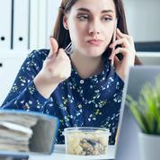 Covid-19 : les salariés bientôt autorisés à déjeuner à leur bureau