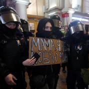 Le Kremlin défend sa «fermeté» face aux manifestants pro-Navalny