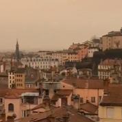 Sur une partie de la France, le ciel s'est teint en jaune
