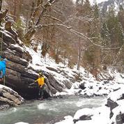 Que faire en montagne ? Canyoning hivernal dans les Alpes et les Pyrénées