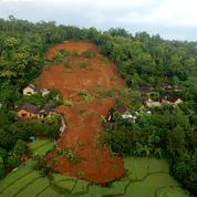 Indonésie: 9 morts et 10 disparus dans un glissement de terrain
