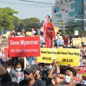 Birmanie: moins de manifestants dans les rues après le déploiement de troupes dans le pays